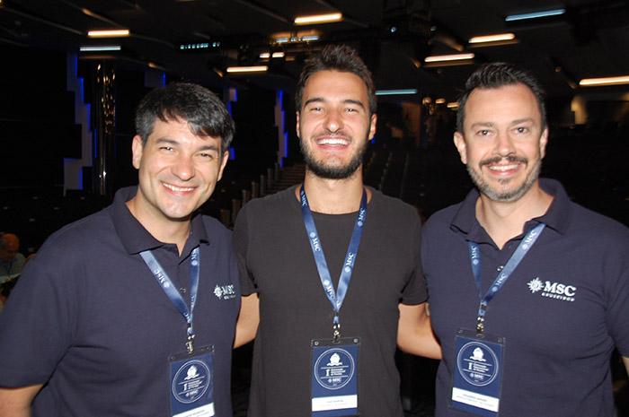 Ignacio Palacios e Eduardo Mariani, da MSC, com Caio Ramon, o Caio Travels