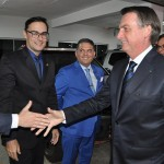 Jair Bolsonaro cumprimenta diretores da Embratur