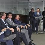 Manoel Linhares discursa e arranca sorrisos da mesa
