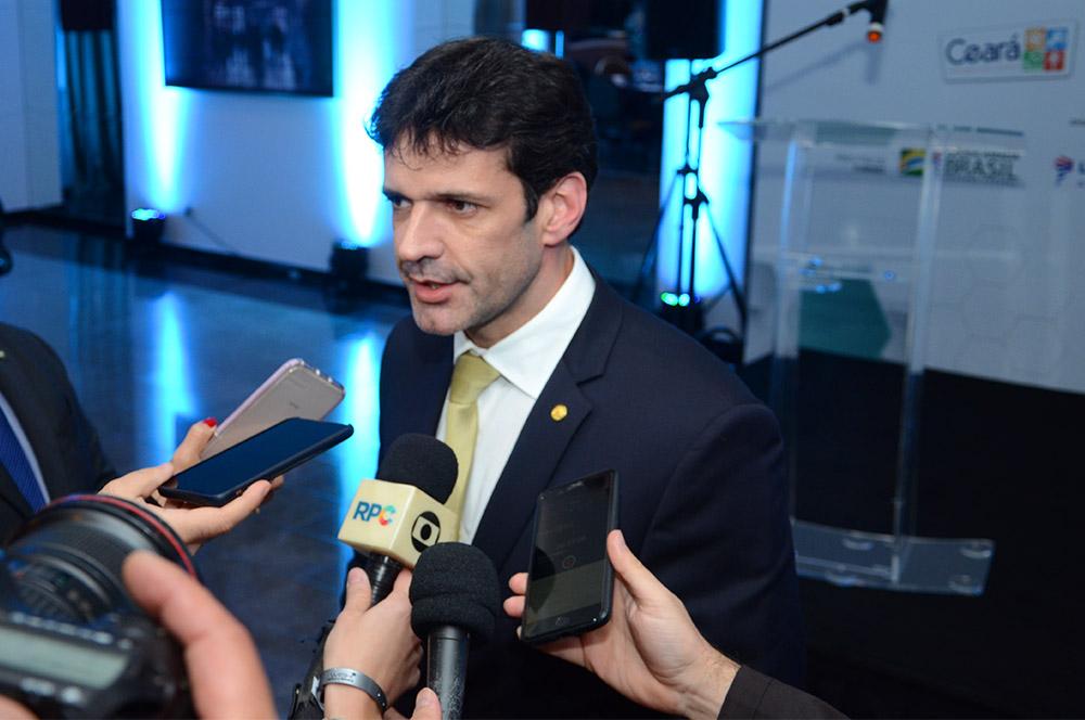 Ministro do Turismo, Marcelo Álvaro Antônio, concedeu entrevista coletiva durante o evento (Foto: Eric Ribeiro)