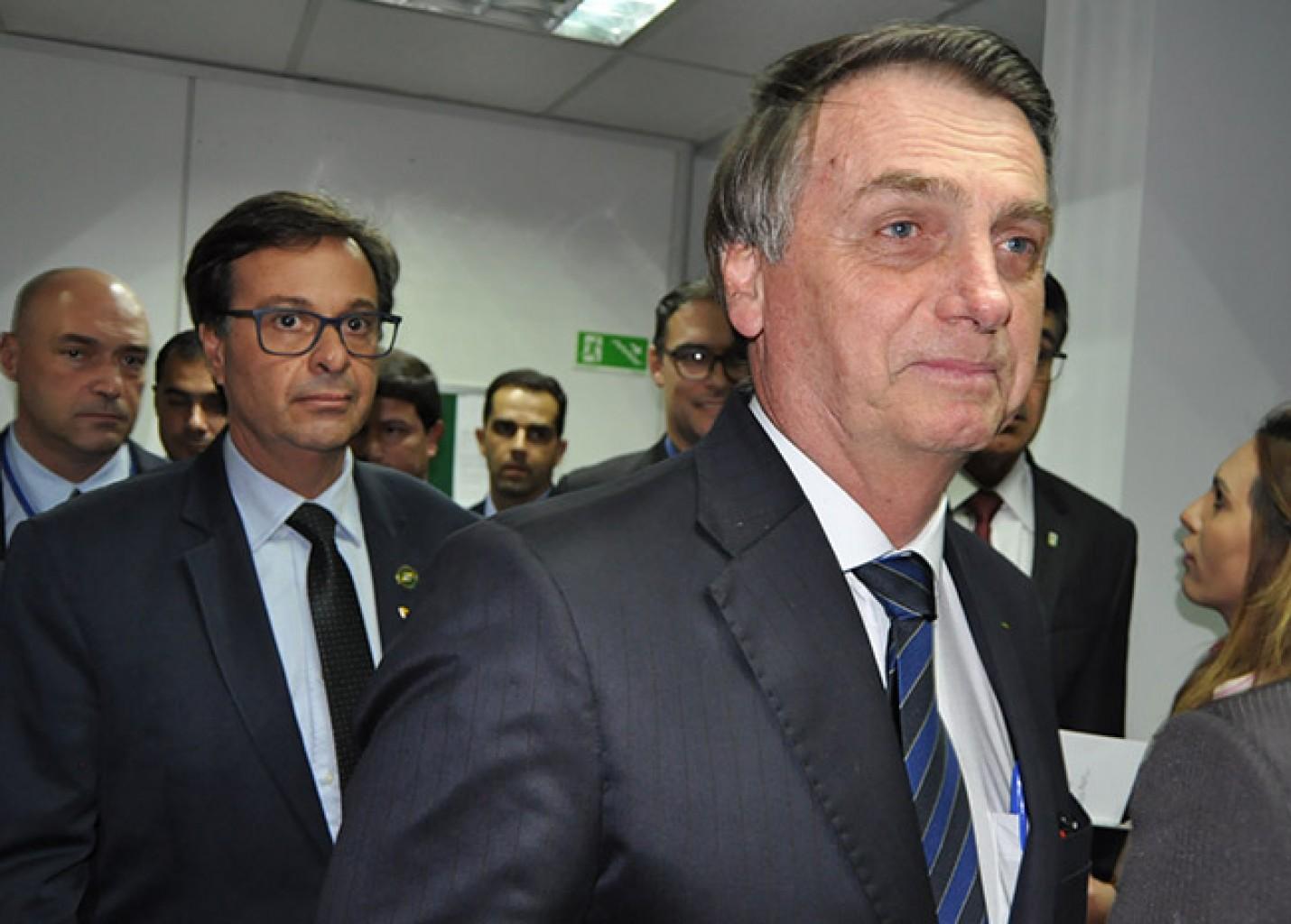 Bolsonaro anuncia isenção de vistos para China e Índia