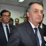 Presidente Jair Bolsonaro chega à cerimônia junto com Gilson Machado Neto