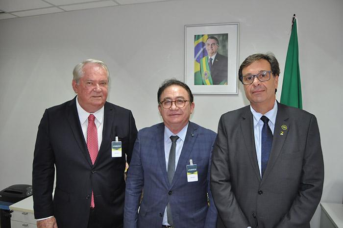 Roy Taylor, presidente do M&E, Manoel Linhares, presidente da Abih Nacional, e Gilson Machado Neto, presidente da Embratur