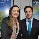 Sarita Pessoa e Gilson Guimarães, esposa e filho de Gilson Machado Neto