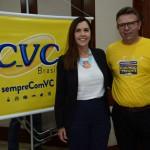Virlene Camargo, secretária de Turismo de Barreirinha, e Douglas Silva, da CVC