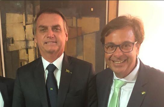 O presidente Jair Bolsonaro com o novo presidente da Embratur, Gilson Machado Neto (Foto: Reprodução Instagram)