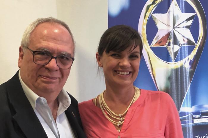 Aristides Cury, presidente da Skål Internacional São Paulo, e Bianca Colepicolo, nova secretária de Desenvolvimento Econômico e do Turismo de Ilhabela