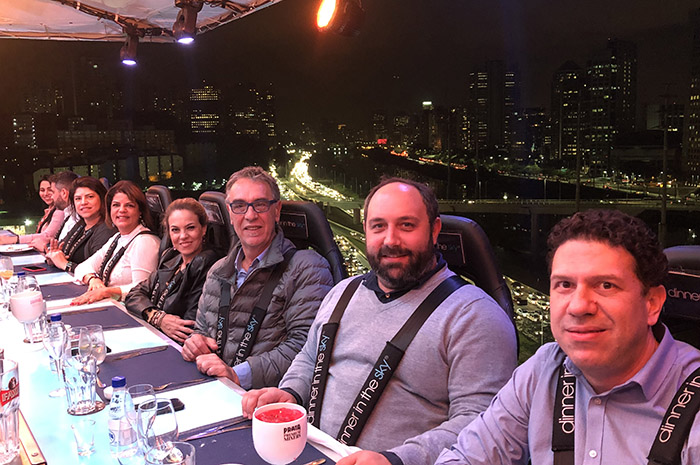 Clientes da Aviva no Dinner in the Sky