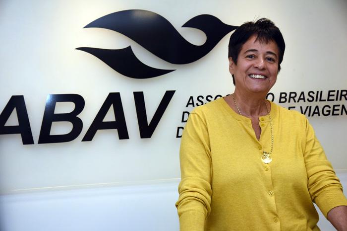 A presidente da ABAV-RJ, Cristina Fritsch se posicionou a respeito da campanha lançada pela prefeitura, criticando o repasse de verbas para o Carnaval carioca