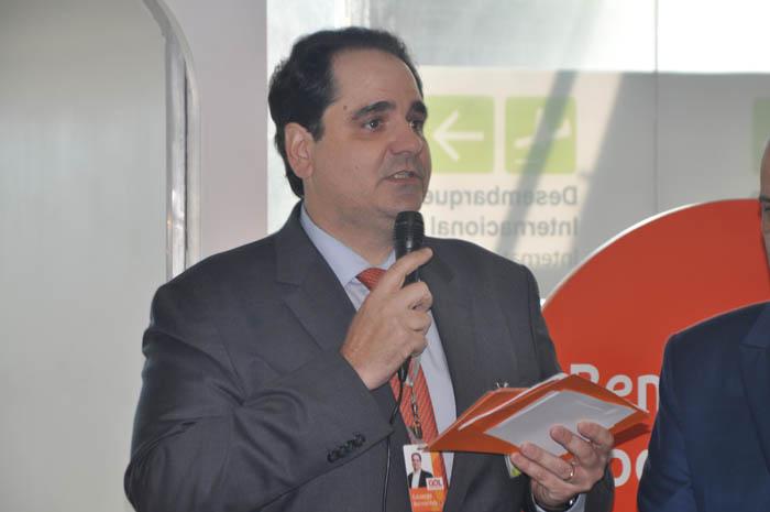 Eduardo Bernardes, vice-presidente da Gol, discursou aos passageiros