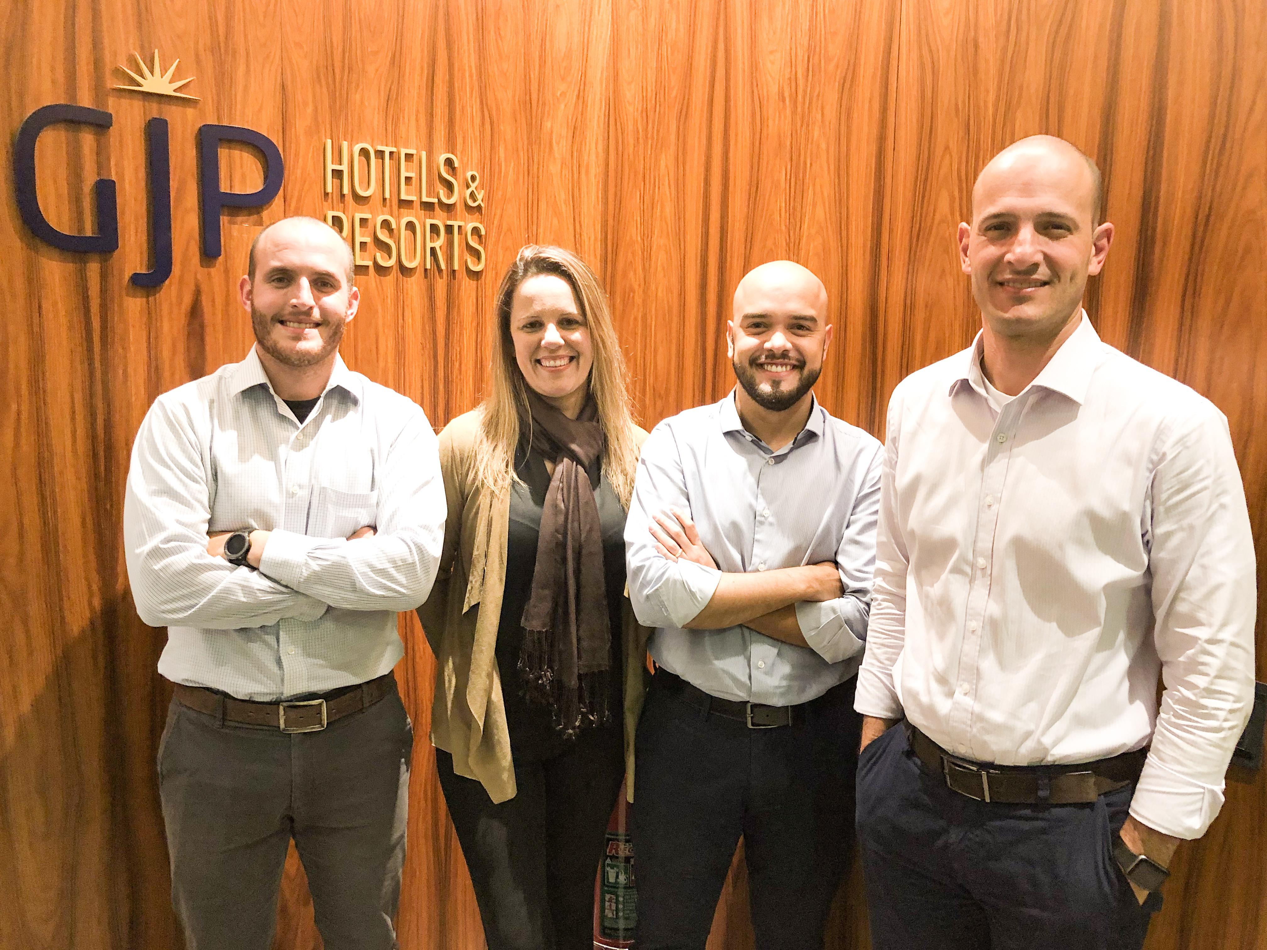 Rodrigo Napoli com sua equipe: Thiago Souza (corporativo), Fernanda Oliveira (MICE) e Marcos Pessuto (Lazer)