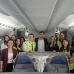 Gonzalo Romerto e Claudia Shishido com os convidados do Air Europa Day