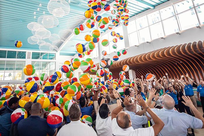 Inauguração oficial contou com todo o time do hotel