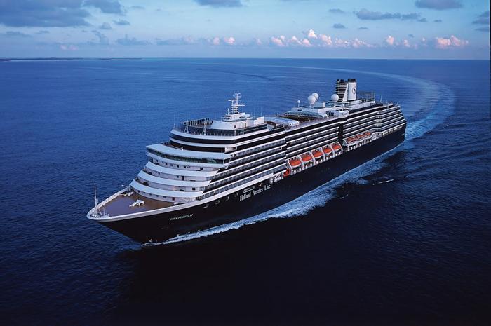 O navio de 1.964 hóspedes oferece roteiros de 13 a 16 noites em toda a região.