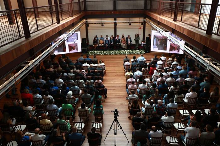 O novo centro de eventos e recepções foi criado dentro da famosa igreja de Nossa Senhora da Conceição da Praia no centro histórico de Salvador
