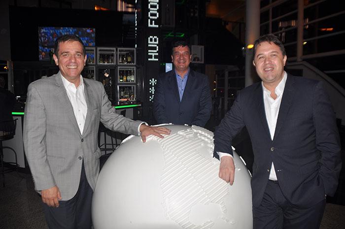 Ronaldo Albertino e Jeferson Munhoz, com Romulo Silva, da Accor