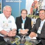 Roy Taylor, do M&E, com Valdir Walendowsky, de Balneário Camboriú, e Bedenito Braga, da Setur-BA