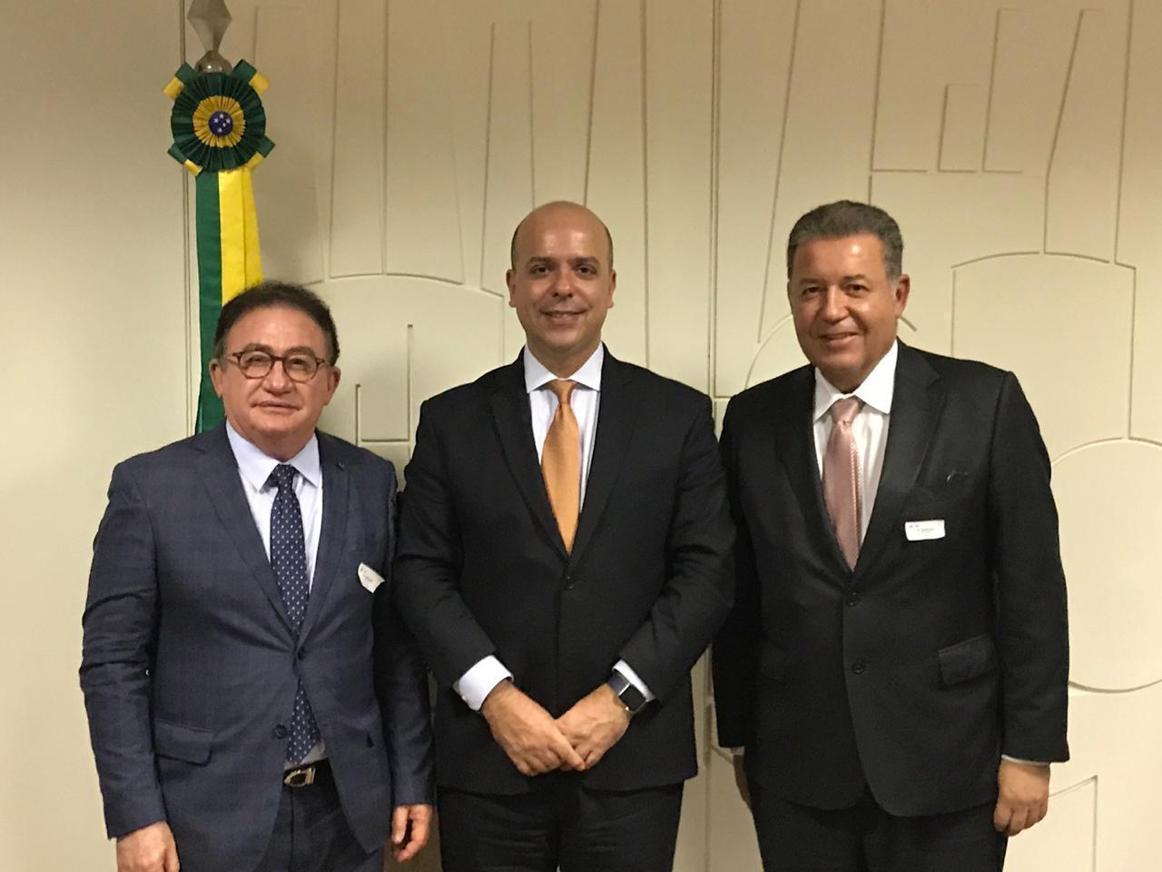 Carlos Costa, do Ministério da Economia, com Manoel Linhares e Alexandre Sampaio
