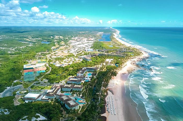 Entre os resorts, estão: Costa do Sauípe, Grand Palladium Imbassaí, Iberostar Bahia, Iberostar Praia do Forte e Vila Galé Marés
