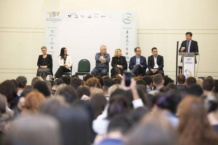 Fórum de Turismo reúne mais de mil estudantes e professores