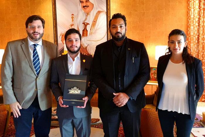 Assessor de Relações Internacionais do MTur, Thiago Zanini, e representantes do reino barenita. Foto: Divulgação/MTur