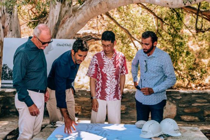 Sua Excelência Mohammed Al Shaibani, Diretor Executivo e CEO da Investment Corporation of Dubai e Chairman da Kerzner International; John Heah, arquiteto e proprietário da Heah & Co; Miltos Kambourides, Fundador e CEO da Dolphin Capital Partners; e Michael P. Wale, CEO da Kerzner International