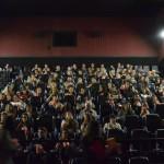 Convidados aguardam o início do filme