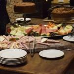 Convidados foram recepcionados com um café da manhã