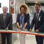 Corte da fita de inauguração do voo de chegada da Ilha do Sal em Milão