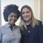Ariane Paulino, assistente de vendas e Michelle Gatto, promotora de vendas da Trend