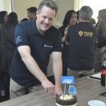 O corte do bolo foi realizado por Maurício Favoretto