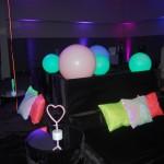 A festa teve uma temática neon