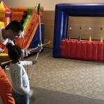 Espaço conta com monitores para a recreação das crianças