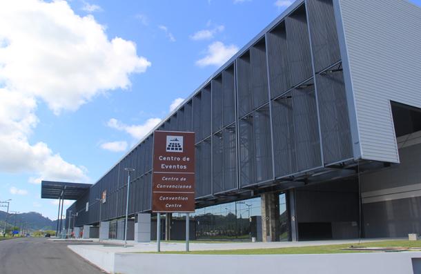 Fachada do Centro de Eventos de Balneário Camboriú