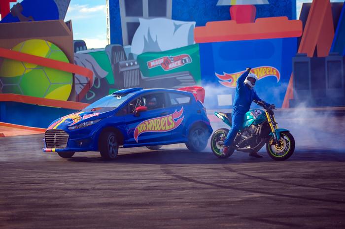 Primeira atração permanente da Hot Wheels em grande escala na América do Sul soma mais de 400 shows em um ano