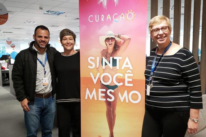Marcelo Lopes, Adriana Penha e Bárbara Picolo, diretora de produtos internacionais da Flytour Viagens