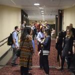 Operadores e agentes de viagens chegam para a sessão de cinema