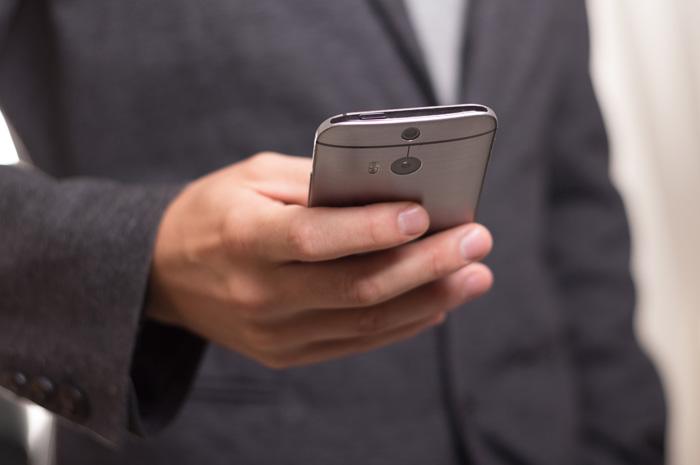 Os dispositivos mais importante a serem levados, segundo a pesquisa, são os telefones celulares