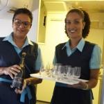 Passageiros foram recebidos com champagne para comemorar o novo voo