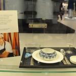 Rodrigo Oliveira é o chef brasileiro responsável por compor pratos servidos em louças deste tipo a bordo dos voos da KLM em classe executiva