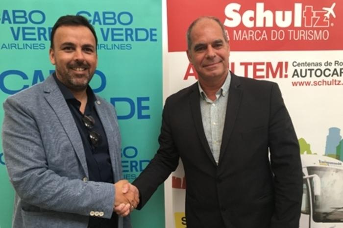 A operadora lançou uma programação especial com cinco pacotes para destinos brasileiros; Marcio Ferreira e Rodrigo Correa (Divulgação)