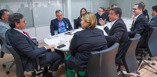 Reunião na sede da Embratur com representantes do destino