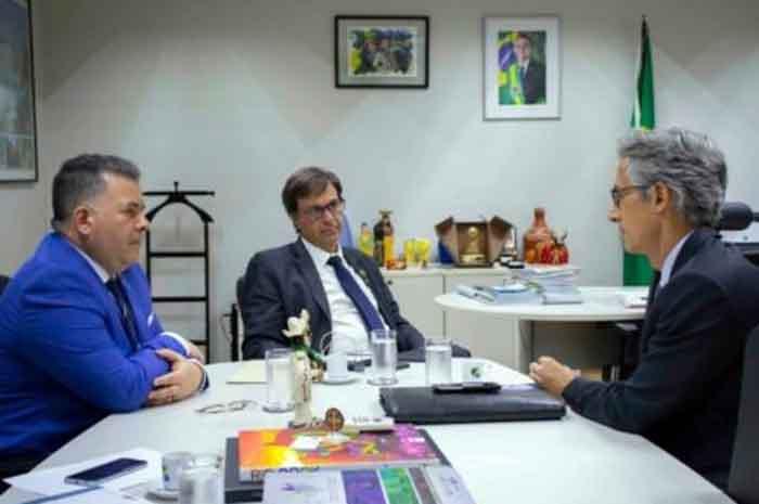Presidente e diretor da Embratur recebeu Marco Ferraz, da Clia Brasil nesta quarta-feira (25) para discutir objetivo. Crédito: Pablo Peixoto/Embratur