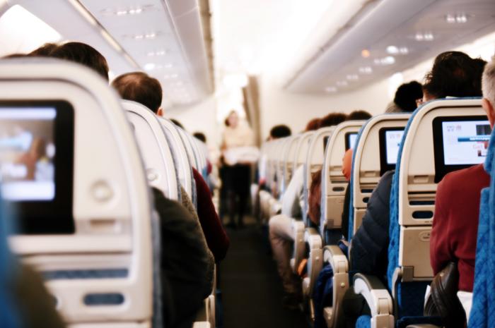 Pesquisa de Etiqueta em Hotéis e Aviões mostra os fatores que mais agradam ou irritam os brasileiros em uma viagem
