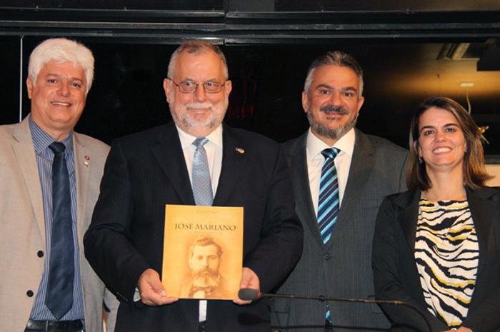 A solenidade foi presidida pelo vereador Eduardo Marques, do PSB