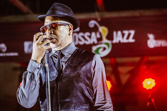Arthur Philipe & Quintessence se apresentam no palco da praça de Pipa durante Fest Bossa & Jazz