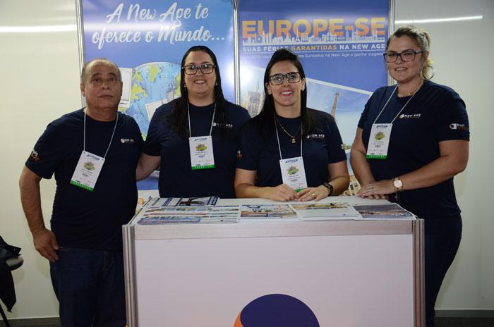 Carlos Leonardi, Juliana Gaspareto, Marcela Luize, e Thaís Rodrigues, da New Age Tour