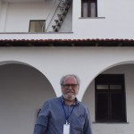 Carlos Ribeiro Dantas, arquiteto responsável pelas obras do Complexo, em frente ao prédio restaurado