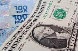 Dólar fecha abaixo de R$ 5 pela primeira vez em duas semanas