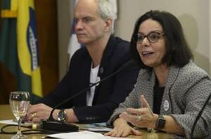 Diretor do Museu Nacional, Alexandre Kellner e a reitora da Universidade Federal do Rio de Janeiro, Denise Pires de Carvalho (Foto: Tânia Rego/Agência Brasil)